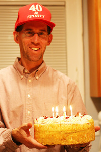 40_sporty_hat_and_cake_small